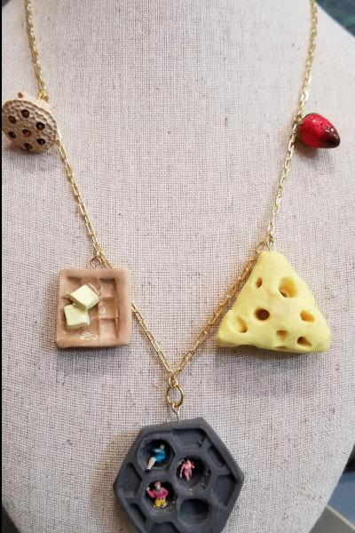 Trypophobia Desentisization Necklace