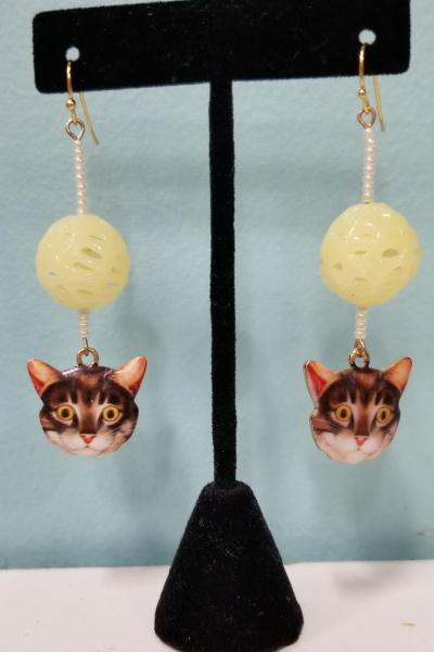 Tabby Cat with Yellow Yarn Earrings