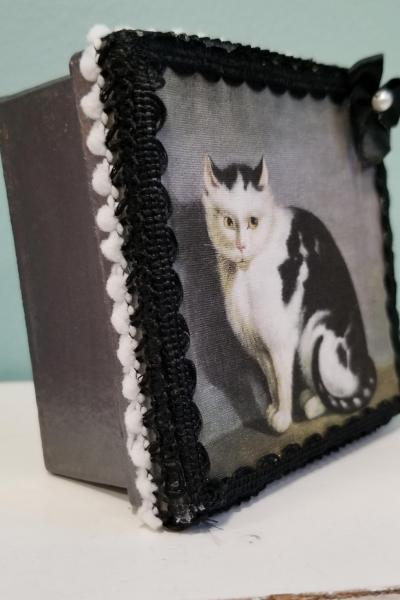 Colonial Folk Art Painting of Black and White Cat Decorative Box